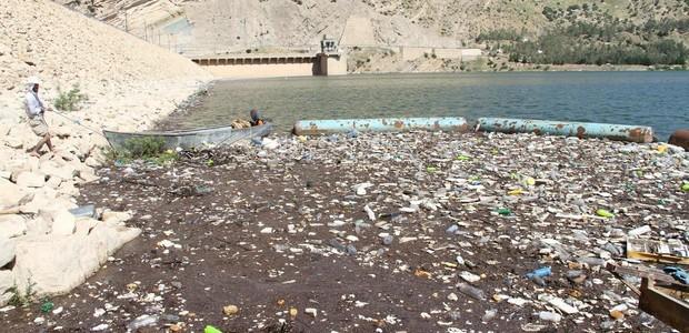 السليمانية: آلاف الأطنان من النفايات تلقى في مياه الشرب